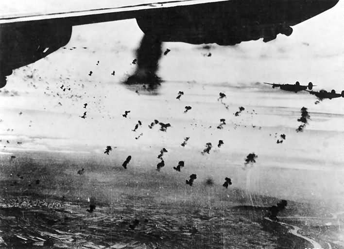 B-24_Liberator_over_Vienna_Austria_flak.jpg.c4e36624cfa73b7713156f8b4a2cd9e6.jpg